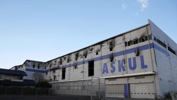 焼け焦げたアスクル三芳倉庫(※鎮火から数日後に撮影)